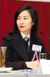 信德集团董事总经理何超琼昨天在一个研讨会上指出业对香港而言